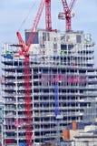 Tour de bureau étant construite à Londres centrale Images stock