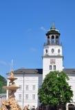Tour de carillon de nouvelle résidence à Salzbourg images libres de droits