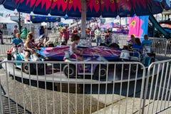 Tour de carnaval d'enfants photographie stock