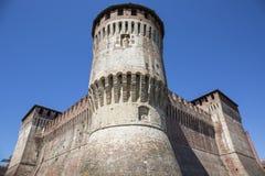 Tour de château italien médiéval sur le ciel bleu Photos libres de droits