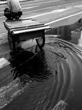 tour de chariot de 3 roues juste dans l'étang Photographie stock