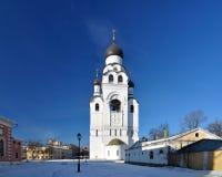 Tour de cloche d'église de l'acceptation de la mère de Dieu, Russie Photographie stock libre de droits