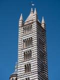 Tour de cloche rayée noire et blanche de Siena Cathedral Photo stock