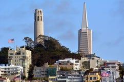 Tour de Coit et skyli dominant de San Francisco de pyramide de Transamerica images libres de droits