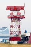 Tour de communication de radar d'aéroport horizontale Images libres de droits