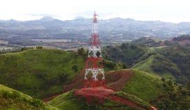 Tour de communication sur la montagne Image stock