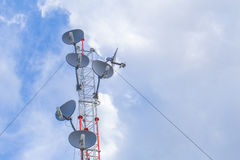 Tour de communication, terme de point névralgique de courrier d'antenne de wifi de puissance élevée long Image libre de droits
