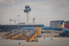 Tour de contrôle à l'aéroport dans Saigon, Vietnam Photo libre de droits