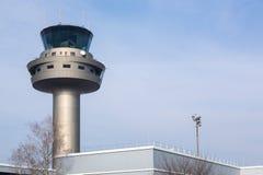 Tour de contrôle du trafic aérien à l'aéroport international de Salzbourg Photo libre de droits