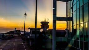 Tour de contrôle du trafic aérien dans l'aéroport photo libre de droits
