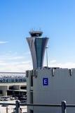 Tour de contrôle à l'aéroport de SFO Image stock