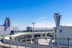 Tour de contrôle à l'aéroport de SFO Photographie stock libre de droits