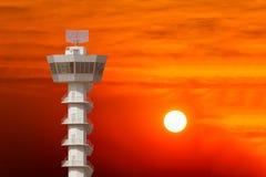 Tour de contrôle avec le beau coucher du soleil Photo stock