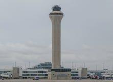 Tour de contrôle du trafic aérien à l'aéroport de Denver Images libres de droits