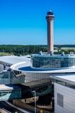 Tour de contrôle et terminal d'aéroport à IAH Image libre de droits