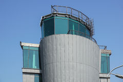 Tour de contrôle moderne du ` s d'aéroport abandonné Image libre de droits