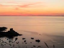 Tour de coucher du soleil donnant sur la mer - Praia une jument Image libre de droits