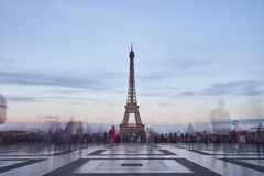 Tour de eiffel in the evening royalty free stock photos