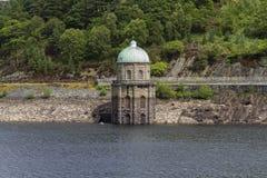 Tour de Foel, prise d'eau dans le réservoir de Garreg-ddu Images stock