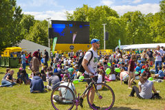 Tour De France. Crowd awaiting cyclists in Green park, near the Buckingham Palace Royalty Free Stock Photo