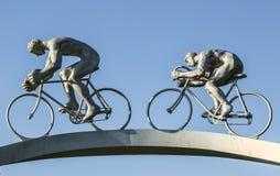Tour de France del  del †en el detalle de la escultura del  de Pyrenees†Foto de archivo