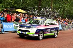 Tour de France. London, UK – July 7, 2014: The caravan of the Italian team Lampre-Merida arrive at The Mall, approaching the finish line of the third stage of Stock Photos