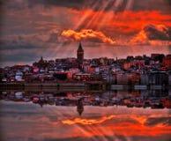 Tour de Galata dans la ville d'Istanbul, Turquie pendant le coucher du soleil image libre de droits