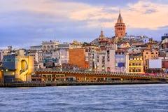 Tour de Galata et klaxon d'or sur le lever de soleil, Istanbul, Turquie Image stock