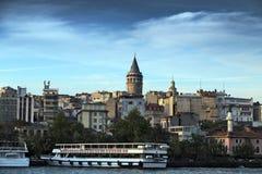 Tour de Galata - vue de bord de mer d'Istanbul, le Bosphore, Turquie Image libre de droits