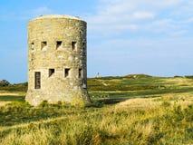 Tour de guet antique sur l'île de Guernesey Images libres de droits