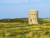 Tour de guet antique sur l'île de Guernesey photo stock