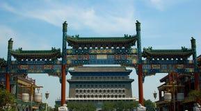 Tour de guet dans la rue de Qianmen Image stock