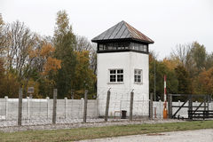 Tour de guet dans le camp de concentration de Dachau Photographie stock libre de droits