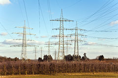 Tour de l'électricité pour l'énergie avec le ciel Photographie stock libre de droits
