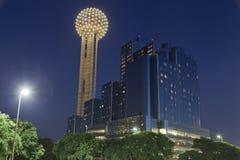 Tour de la Réunion la nuit, Dallas, TX Images libres de droits