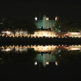 Tour de Londres la nuit Photo stock