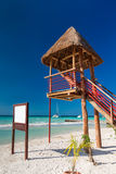 Tour de maître nageur sur la plage des Caraïbes Image libre de droits