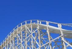 Tour de montagnes russes de parc d'attractions Photos libres de droits