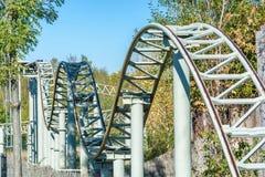 Tour de montagnes russes de la vie avec des hauts et bas photos stock