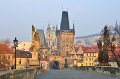 Tour de passerelle, passerelle de Charles (Karluv), Prague Images stock