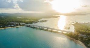 Tour de point de vue au pont moyen d'histoire d'amour de Sarasin de pont en île de Phuket Photo stock