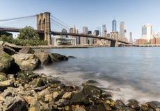 Tour de pont de Brooklyn avec le drapeau des Etats-Unis Images libres de droits