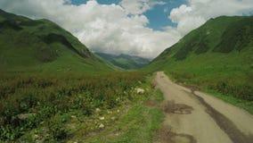 Tour de route de montagne banque de vidéos