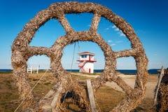 Tour de sécurité à la plage de Toila image stock