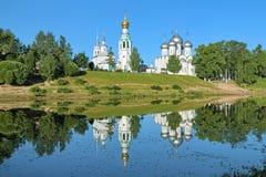 Tour de Sophia Cathedral, de Bell et église d'Alexander Nevsky dans Vologda photo libre de droits