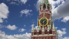 Tour de Spasskaya contre le ciel Moscou Kremlin, jour de la Russie clips vidéos