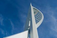 Tour de Spinnaker contre un ciel bleu. Image stock