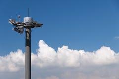Tour de télécommunication à l'aéroport Images stock
