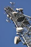 Tour de télécommunication avec des antennes Image stock