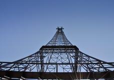 Tour de télécommunication sous la forme de Tour Eiffel Photographie stock
